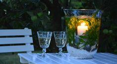 Kerzen sind sowohl im Winter als auch im Sommer immer erwünscht und gemütlich. Im Sommer ist es vor allem schön, einige Kerzen draußen abends zu haben. Dafür brauchen Sie wohl Windlichter und diese können Sie natürlich einfach kaufen. Selbst mache...