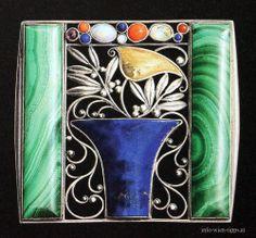 Brooch, Design: Josef Hoffmann, 1909 Silber, Gold, Malachit, Lapislazuli, Opal, Koralle, Amethyste