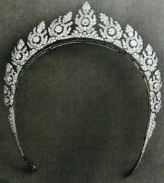a close up of the 'halo-style' tiara adapted from a necklace by Cartier, featuring eleven stylised floral motifs.