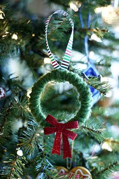 Mini Yarn Wreath Ornament - easy for kids