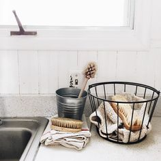 Zero waste cleaning tools: cloth towels, unpaper napkins, and compostable wooden scrub brushes | Plastic-free and sustainable dishwashing routine
