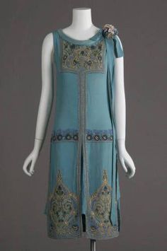 1927 dress, silk crepe, glass beads and metallic embroidery. Worn as wedding dr… 1927 dress, silk crepe, glass beads and metallic embroidery. Worn as wedding dress. 20s Fashion, Art Deco Fashion, Fashion History, New York Fashion, Vintage Fashion, Fashion Design, Flapper Fashion, Fashion Dresses, Club Fashion