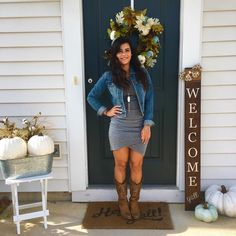 Y'all I'm obsessed with this dress!  Such a staple dress that will look good on everyone! Check out this look and a few others on today's blog post—How to Style Cowboy Boots! (Shop this look and blog post links in bio)