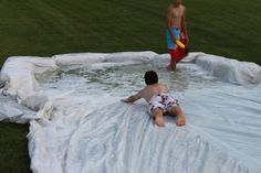 Hay bales + giant tarp + soap and water = Redneck water slide. Outdoor Crafts, Outdoor Play, Outdoor Games, Summer Dream, Summer Diy, Water Birthday Parties, White Trash Party, Diy Swimming Pool, Wet And Wild