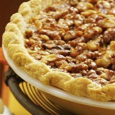 Vanilla Walnut Pie~A layer of smooth cream cheese is a perfect complement to the walnuts' satisfyingly sweet, nutty crunch. Walnut Recipes, Tart Recipes, Sweet Recipes, Cooking Recipes, Just Desserts, Delicious Desserts, Yummy Food, Autumn Desserts, Pecan Desserts
