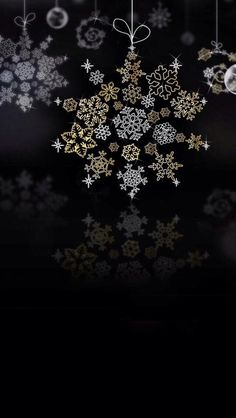 Snowflakes made of other flakes