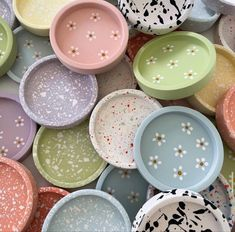 Pottery Painting, Pottery Art, Ceramic Pottery, Cute Crafts, Diy Crafts, Clay Art Projects, Cute Clay, Diy Clay, Polymer Clay Crafts