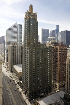 Carbon & Carbide Building, Chicago, Illinois.  Carbide and Carbon Building (hard rock hotel)