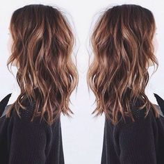 Jolie coupe cheveux long femme - New Hair Styles Medium Hair Styles, Short Hair Styles, Medium Wavy Hair, Medium Long Haircuts, Cute Hair Cuts Medium, Cuts For Thick Hair, Brown Hair Medium Length, Medium Hair Waves, Long Bob Hairstyles For Thick Hair