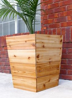 1600 wood plans - How to build a modern, tapered cedar planter - free plans and tutorial Woodworking Drawings - Get A Lifetime Of Project Ideas and Inspiration! Planter Box Plans, Cedar Planter Box, Diy Planter Box, Planter Ideas, Building Planter Boxes, Raised Planter, Diy Wooden Planters, Outdoor Planters, Wooden Diy