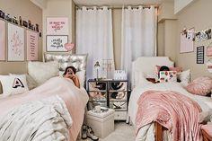 27 cozy dorm room decor ideas for small room 15 College Bedroom Decor, Teen Room Decor, College Dorm Rooms, Apartment Ideas College, Dorm Room Closet, Girl College Dorms, College Closet, Girls Apartment, Dorm Room Storage