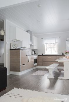 Kitchen Dining, Dining Room, Dining Table, White Farmhouse, Little White, Dream Decor, Other Rooms, Tiles, Furniture