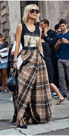 Street Style Looks to Copy Now Street Style Fashion / Fashion Week Week Style Outfits, Mode Outfits, Fashion Outfits, Fashion Trends, Skirt Outfits, Skirt Fashion, Fashion Clothes, Fall Outfits, Flannel Outfits