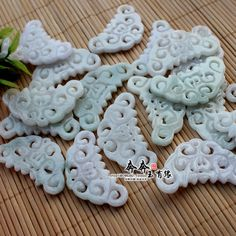 A cargo of natural jade jade butterfly pendant archaic Chinese clothing accessories step shake head hairpin DIY jewelry materials