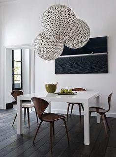 """Lanternes chinoises très habilement remises au goût du jour par l'agence """"Double G"""", une agence parisienne d'architecture, architecture intérieure et design.    A faire soi-même facilement"""
