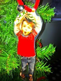 15 Fun Elf Crafts for Kids to Make! A delightful collection of Elf Crafts for Christmas- cookies, ornaments, paper plate crafts, pine cone crafts and more! Christmas Presents For Parents, Funny Christmas Gifts, Christmas Crafts For Gifts, Noel Christmas, Christmas Ideas, Christmas Ornament, Homemade Christmas, Xmas Presents, Silver Christmas