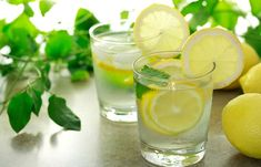 Drink water with lemon before bed detox drinks, detox smoothies, health Lemon Water Benefits, Lemon Health Benefits, Warm Lemon Water, Drinking Lemon Water, Fresh Water, Breakfast Smoothies For Weight Loss, Weight Loss Smoothies, Cleanse Diet, Body Cleanse