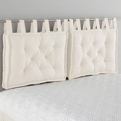 Headboard Cushion LA REDOUTE INTERIEURS Cushion headboard, beautifully finished with large knots that give it a charm. Pillow Headboard, Bed Pillows, Cushions, White Headboard, Futon Bedroom, Bedroom Decor, Futon Diy, Futon Frame, Diy Headboards