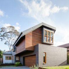 Bijl Architecture reinterprets the traditional Dutch gable for a Sydney residence