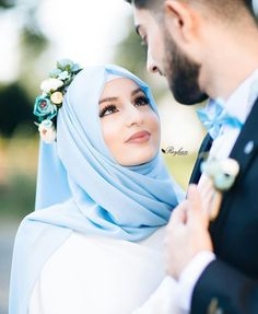 Wedding hijab, muslim couple photography e cute muslim couples. Wedding Couple Poses Photography, Wedding Poses, Wedding Photoshoot, Wedding Couples, Cute Muslim Couples, Muslim Girls, Cute Couples, Muslim Women, Muslim Wedding Dresses