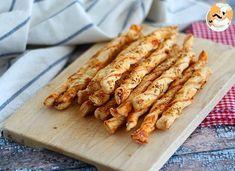 Marre des chips et cacahuètes pour l'apéritif ? Ça tombe bien, on a une recette facile et 100% faite maison à vous proposer : des torsades feuilletées au sésame. De la pâte feuilletée, de la sauce tomate, des graines de sésame et hop, il n'y a plus...