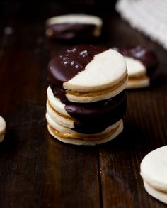 These Dark Chocolate Alfajores feature light as air butter cookies with homemade dulce de leche, covered with dark chocolate a sprinkling of sea salt. Cut Out Cookies, How To Make Cookies, Sugar Cookies, Chocolate Cookies, Biscuits, Cookie Brownie Bars, Peruvian Recipes, Best Cookie Recipes, Homemade Cookies