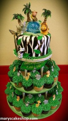 11 Amazing Jungle and Animal Baby Shower Cakes. Need inspiration for a baby shower? Enjoy these unique baby shower cakes featuring jungle animals. Safari Party, Safari Birthday Cakes, Jungle Theme Birthday, Jungle Theme Parties, Lion King Birthday, Safari Cakes, Animal Birthday, Baby Birthday, Jungle Party