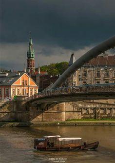 Kraków połaczył się z Podgórzem 102 lata temu, ale dopiero dzięki Kładce Ojca Bernatka to połączenie stało się bardzo wygodne dla pieszych i rowerzystów :) Podgórze pięknieje :) Przemek Czaja _________________________ #Kraków
