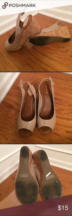 Tan wedge sling back Tan 4 inch wedges by Bamboo. Right foot has some of the top of the heel gone ( see pictures). Moderate wear on bottom (see pictures). Very comfortable! Bamboo Shoes Wedges