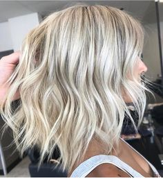 Essential Steps To Platinum Blonde Hair With Lowlights Balayage Low Lights 100 - sitihome Curly Balayage, Low Lights Hair, Blonde With Low Lights, Low Lights And Highlights, Corte Y Color, Bleach Blonde, Hair Color And Cut, Short Blonde, Short Platinum Blonde Hair