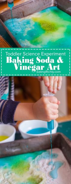 toddler science experiment teaches how baking soda and vinegar react, while making a colorful art project. You toddler won't believe their eyes! Toddler Science Experiments, Science For Toddlers, Preschool Science, Science For Kids, Art For Kids, Science Art, Physical Science, Science Games, Chemistry Experiments