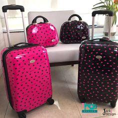 Não deixe para comprar sua mala de viagem só nas férias de julho! Garanta já a mala de viagem #jackidesign aqui na #auroradesign. Com ela, você terá espaço de sobra para guardar suas roupas, objetos e acessórios em suas viagens curtas! Venha ver:http://goo.gl/BDjWrv