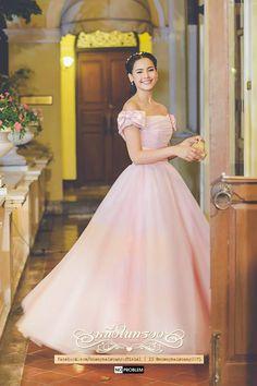 Lovely as alwAys ☺️ Yaya Thai Princess, Princess Style, Thai Traditional Dress, Traditional Outfits, Korean Fashion Dress, Fashion Dresses, Evening Dresses, Prom Dresses, Wedding Dresses