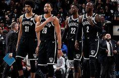 Dove eravamo rimasti? Brooklyn Nets 2019-2020  Record: 30-34 Miglior giocatore per punti: Kyrie Irving (27.4 punti) Miglior giocatore per rimbalzi: DeAndre Jordan (10.0 rimbalzi) Miglior giocatore per assist: Spencer Dinwiddie (6.8 assist)  Stagione altalenante per quanto riguarda i Brooklyn Nets, orfani sin dall'inizio di Kevin Durant, i giocatori di Jacque Vaughn (successore di Kenny Atkinson) hanno cercato di creare qualcosa di buono, non sempre riuscendoci. Complici anche gli infortuni di Ky Brooklyn, Kyrie Irving, Kevin Durant, Nba, Basket, Sports, Tops, Fashion, Hs Sports