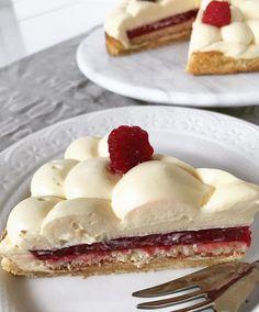 """586 Me gusta, 8 comentarios - Bru Cake Boutique (@brucakeboutique) en Instagram: """"Tarta Maracuyá - frutos rojos onsultas 📩brucakeboutique@gmail.com 📲1554966880 pastryporn #dessert…"""""""