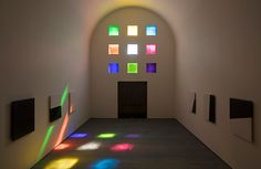 Colored Windows in Ellsworth Kelly's Last Artwork Add Dramatic Lighting to a Secluded Space,While not officially designated a chapel, the building's 14 black-and-white marble panels we're partially inspired by religious themes, said Kelly. Image © Ellsworth Kelly Foundation, courtesy Blanton Museum of Art, The University of Texas at Austin