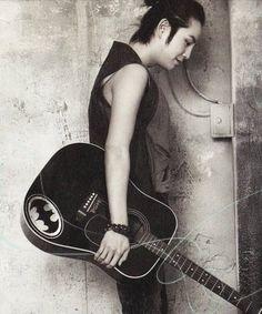 Jang Keun Suk (love the batman guitar) el tiene razón.. la música es una parte enorme de la vida;) gracias por hacer esa música tan hermosa y conmovedora
