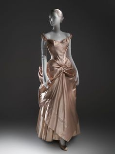Throwback: Charles James (American born Great Britain Wedding dress The Metropolitan Museum of Art New York. Gift of Jane Love Lee 1993 - Celebrity Style Culture Couture Advertising Culture Editorial Magazines Supermodels Runway Models Charles James, 1940s Fashion, Look Fashion, Vintage Fashion, Fashion Design, Edwardian Fashion, Fashion Ideas, Luxury Fashion, Vintage Gowns