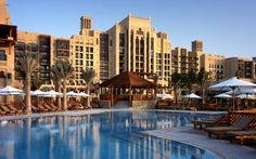 Planning a trip to Dubai and looking for accommodation? On this post find where to stay in Dubai, the best luxury, mid-range and budget hotels. Dubai Hotel, Dubai Resorts, Dubai Mall, Beach Resorts, Honeymoon In Dubai, Dubai Beach, Dubai Holidays, Palms Hotel, Destinations