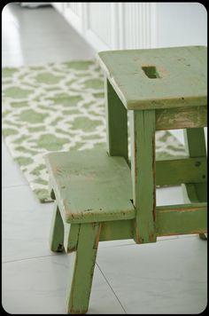 I love this little green step stool and rug. Even better, the green milk paint she used on the stool is available online and in stores. Color Of The Year 2017, Miss Mustard Seeds, Painted Cottage, Kitchen Rug, Kitchen Step Stool, Step Stools, Green Kitchen, Milk Paint, Pantone Color