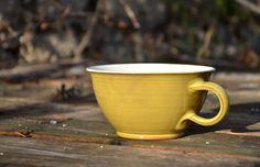 ŠIROKÝ+HRNEK+(žlutý,+lesklý)+Široký+hrnek+je+vhodnýnejen+na+nápoje,+ale+i+polévku+či+těstoviny.+Jemožné+ho+užívat+…