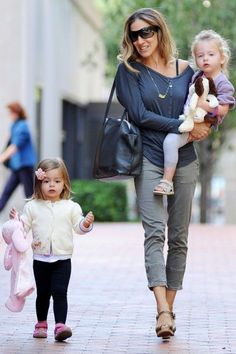 Sarah Jessica Parker is a stylish mummy with her two lovely children #SarahJessicaParker #yummymummy #mummy