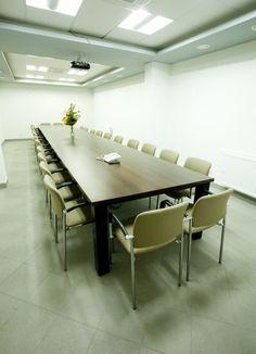 Sala konferencyjna meble system Mega, więcej na http://www.projektmebel.pl/realizacje
