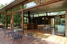 """Así es Casa Máspero  """"La casa se desarrolla en una planta en forma de T"""", explican los arquitectos."""