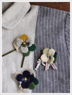 羊毛ブローチ