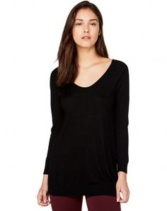 Shop Top with round neck Black for KNITWEAR at the official United Colors of Benetton online shop.