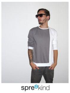 Pulli mit Farbkontrast Grau und Weiß / colour blocking sweater for men, urban street style by Spreekind via DaWanda.com