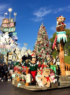 Christmas Fantasy Parade at Disneyland - 10 Reasons to Visit Disney during the Holidays