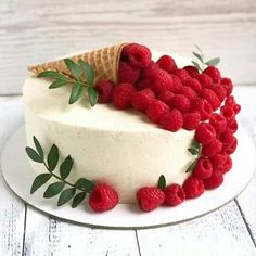 Cake Cookies, Cupcake Cakes, Fruit Cake Design, Cake Recipes, Dessert Recipes, Cute Birthday Cakes, Birthday Decorations, Berry Cake, Fancy Desserts