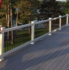 Deck railing isn't just a security function. It can include a stunning aesthetic to frame a decked location or veranda. These 36 deck railing ideas show you how it's done! Deck Railing Design, Patio Deck Designs, Deck Railings, Deck Railing Ideas Diy, Vinyl Railing, Aluminum Deck Railing, Composite Deck Railing, Outdoor Deck Decorating, Deck Colors